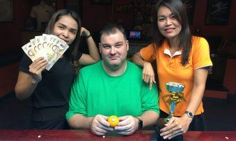 Mega 8 Ball : Carl Wins
